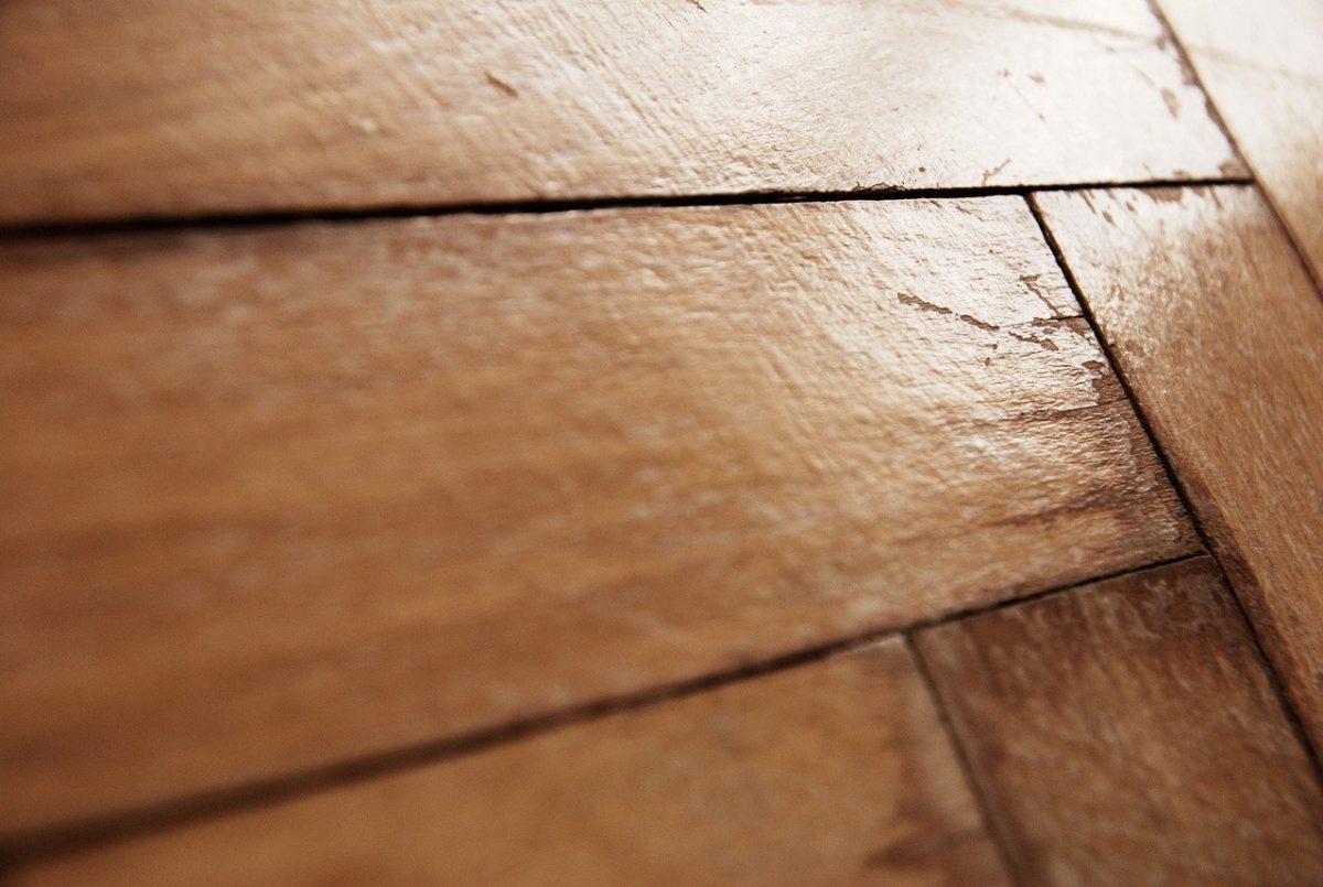 Czy warto wykonać izolację pod podłogą?