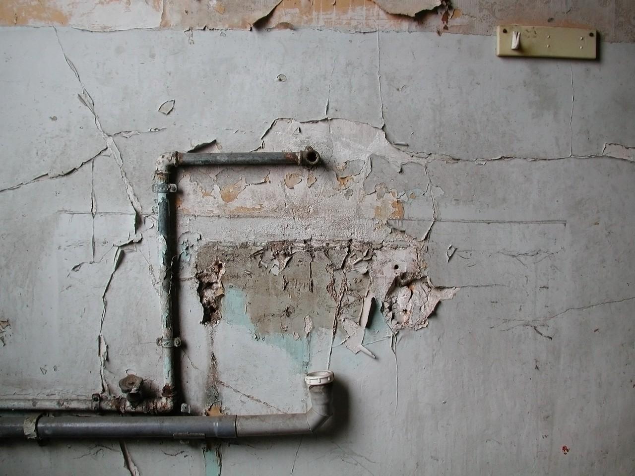 Murujemy dziurę po drzwiach